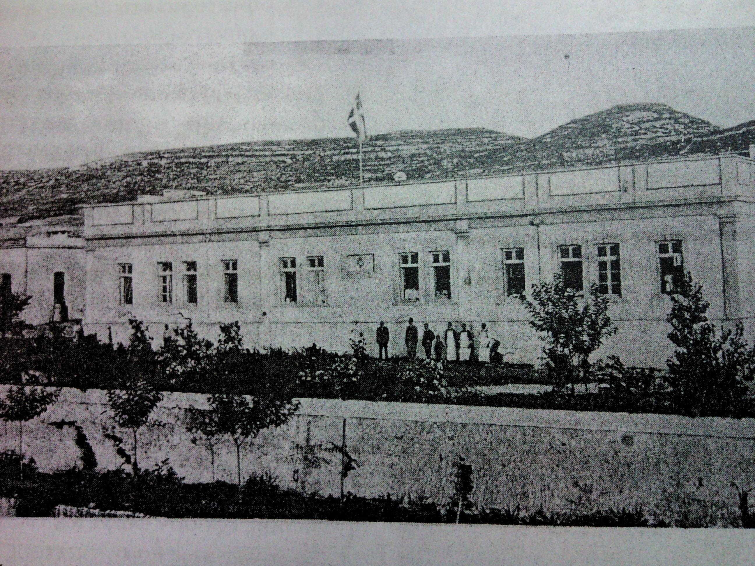 ^ Νοσοκομείο Ρώσων του 1899 (σήμερα στεγαζεται η σχολή Αστυνομίας)