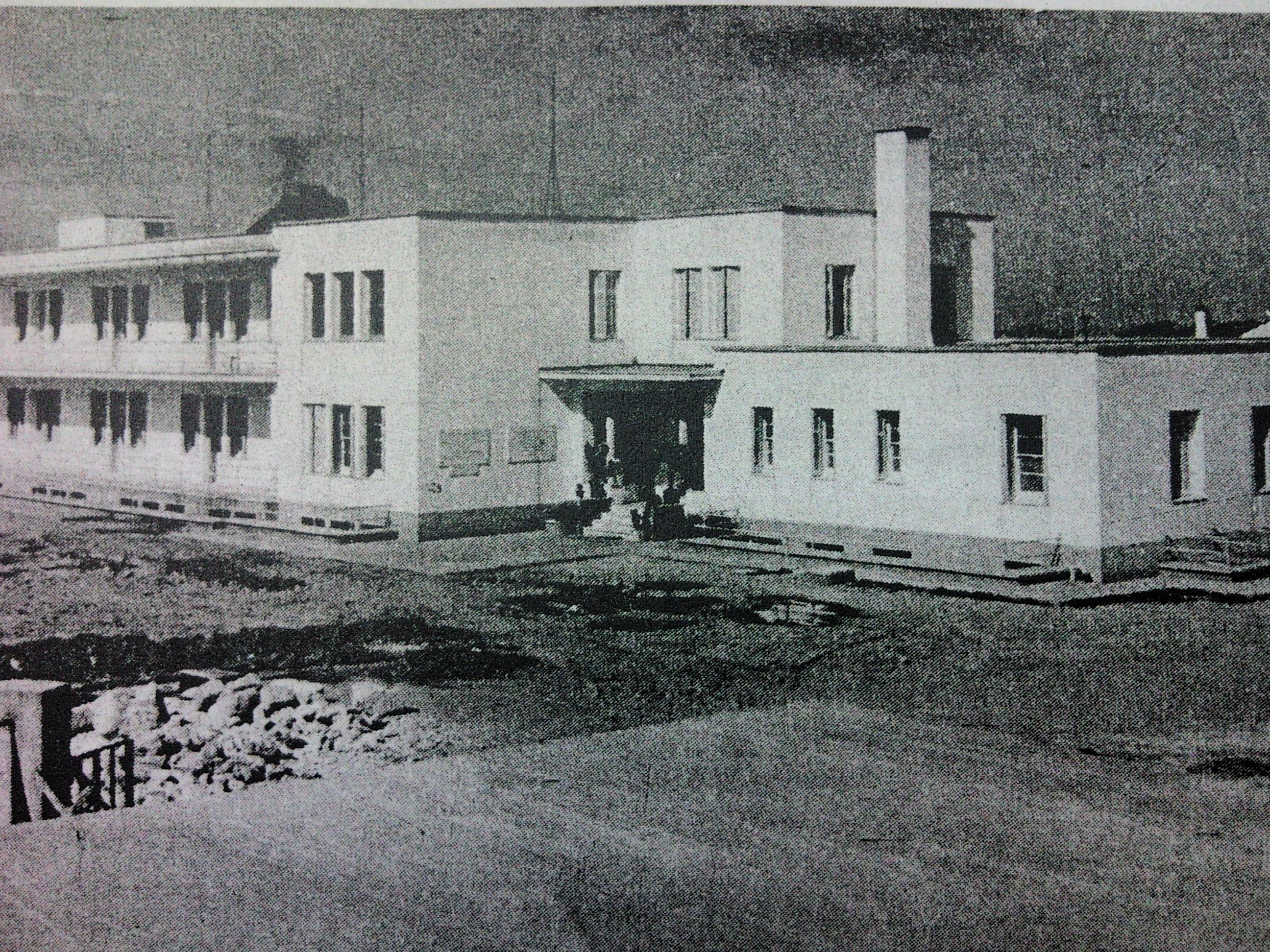 ^ Το νοσοκομείο το 1954